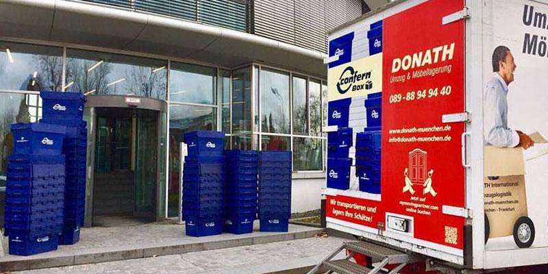 Donath München bei einem Firmenumzug mit den umweltfreundlichen Umzugsboxen.