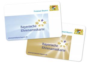 Blaue und goldene Bayerische Ehrenamtskarten, die Online-Rabatte auf Umzugskosten erhalten.